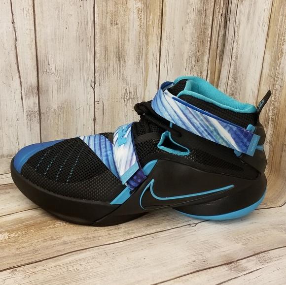058c046826d62 NIKE Lebron James 23 Soldier IX Sneakers Size 6.5Y.  M 5b6cf1b6c617773aa1c221c4